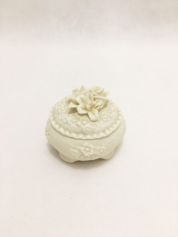 White Pot Pourri Holder